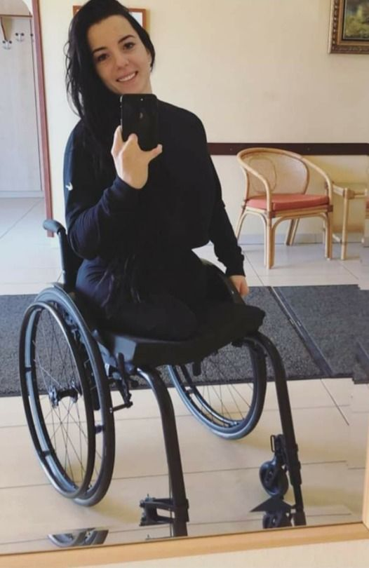 Pin By Allen Morgan On Legless Women Wheelchair Women Amputee