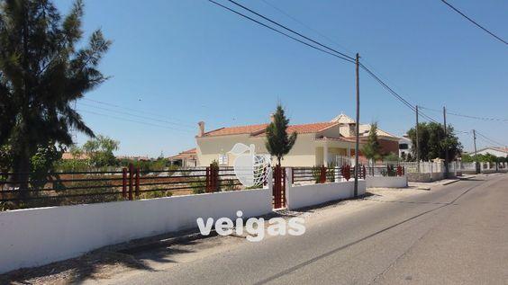 Terreno para construção totalmente murado com excelente localização. 2508 m2  Com 25 % de área para implantação.