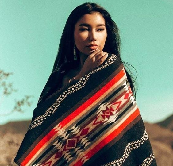 INDIGENOUS MODELS : Photo
