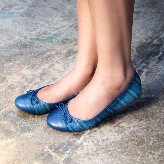 O azul é uma das cores da estação. Quando ele aparece nas sapatilhas, as melhores amigas de quem anda por aí, fica perfeito!