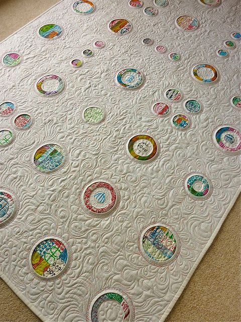 "Amazing! multi-layered quilt-in-quilt ""portholes"""