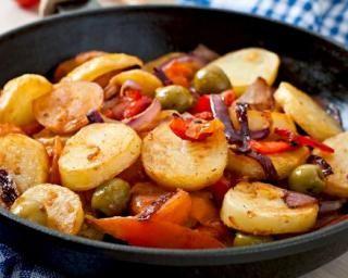 Poêlée minceur de légumes aux pommes de terre et olives : http://www.fourchette-et-bikini.fr/recettes/recettes-minceur/poelee-minceur-de-legumes-aux-pommes-de-terre-et-olives.html