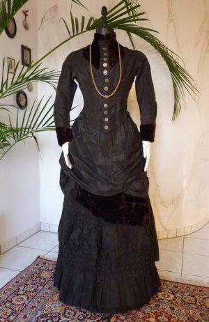 antikes kleid kleid 1880 tourn renkleid kleid gr nderzeit cul de paris kleid. Black Bedroom Furniture Sets. Home Design Ideas