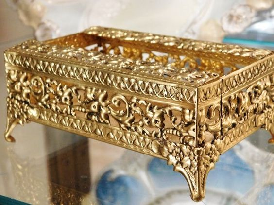 Hollywood Regency GLOBE Mid Century 1950s 50s Vintage Ormolu Filigree Tissue Holder 24K Gold Plated Ornate Scroll Footed Kleenex Box Vanity