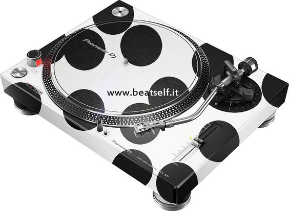 Pioneer DJ PLX Cow by www.beatself.it  Plx 500 disponibili da Settembre nella versione Nera e Bianca #plx #Pioneer #beatself #plxcow