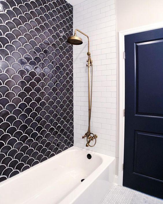 Shower Tile Ideas #mastershower #showergoals #HomeIdeas #HomeStyling #HomeInspiration #BathroomDesign #BathroomRemodel #NewShower #ShowerNiche #ShowerTile