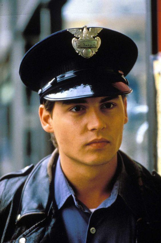 Officer Tom Hanson (Johnny Depp)