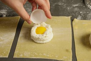 Egg Yolk Ravioli (Uova da Raviolo) with Bacon-Sage Sauce Recipe - CHOW