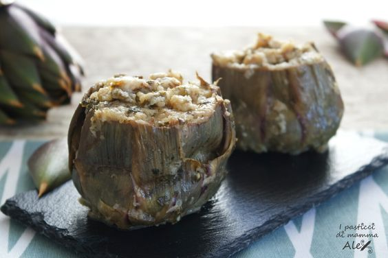 I Carciofi ripieni cotti in pentola sono un delizioso secondo piatto, ottimo da abbinare ad una fresca e croccante misticanza.