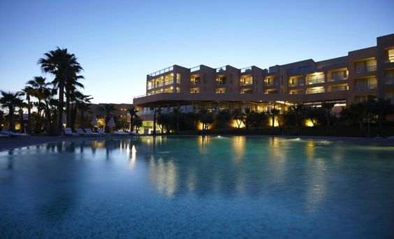 São Rafael Suite Hotel à noite