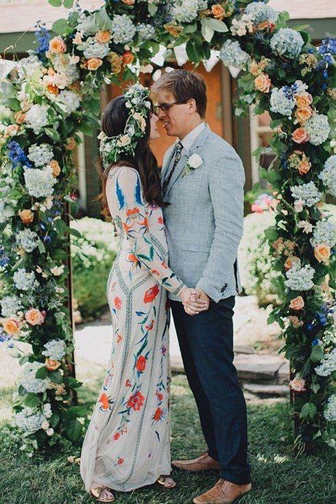 Dieses Modell aus Seide in Offwhite: | 38 wunderschöne Ideen für moderne Hochzeitskleider:
