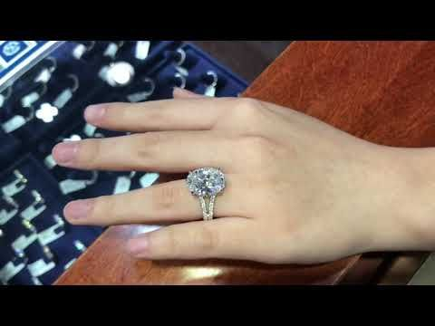 What Does A 10 Carat Oval Diamond Look Like On The Hand Or Finger Https Youtube Com Watch V P X20mcyjji Oval Diamond Diamond Color Ring