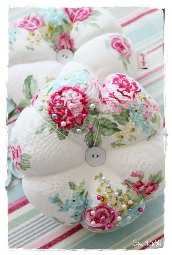 Pincushion in GreenGate fabric: