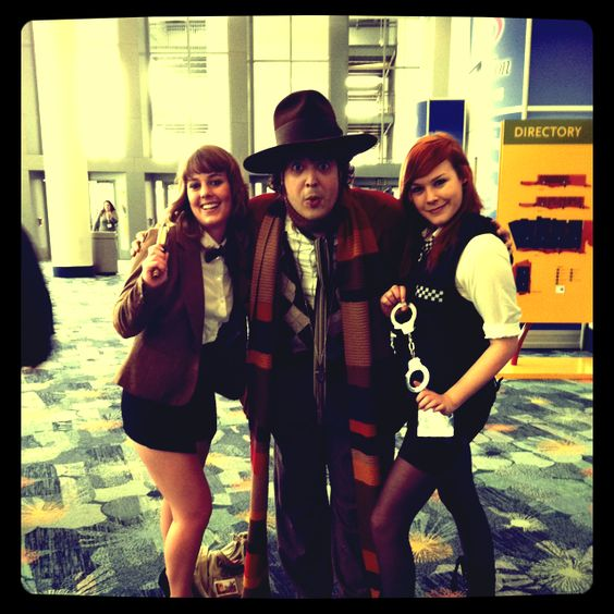 Amy Pond poses with Doctors four and eleven #WonderCon #cosplay