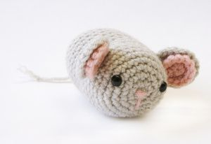 Amigurumi Mouse Cat Toy : Amigurumi Mouse - Another cute pattern for a cat toy. Use ...