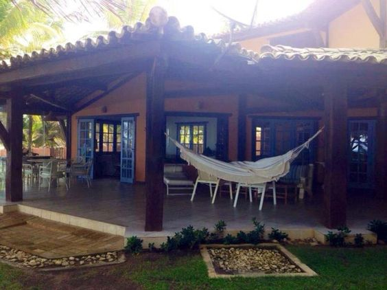 Casa frente mar com terreno de 1.500m² e com um lindo e espaçoso jardim em Itacimirim.