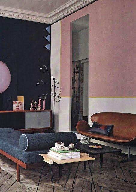 Mur rose et blanc séparé par une bande jaune moutarde #pink #white #wall… …