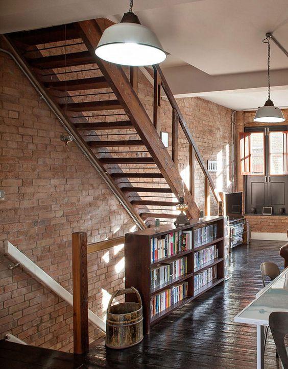 Linda casa com paredes de tijolinho - limaonagua