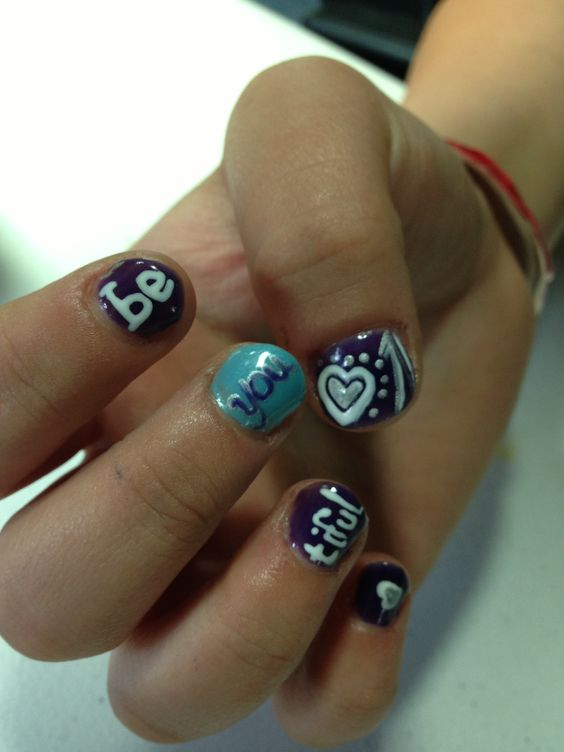 Shellac nails beautiful design on short nails