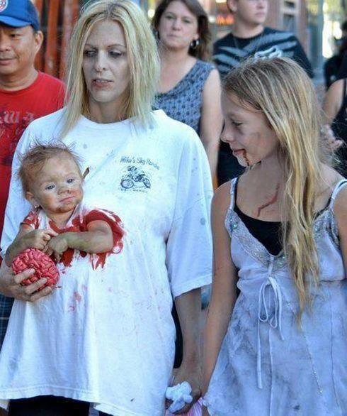 AWESOME Zombie mom w/ baby!
