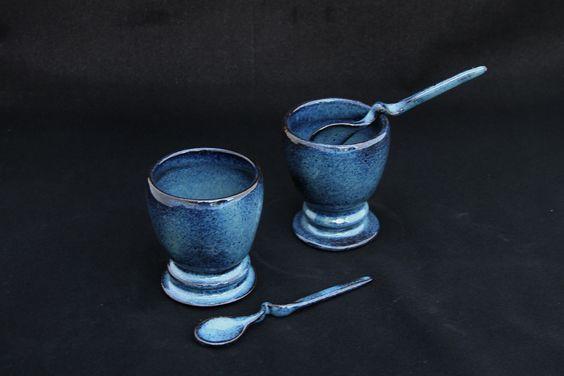 vasilhas para molhos. esmalte brilhante azul manchado. queima em forno elétrico a 1220C