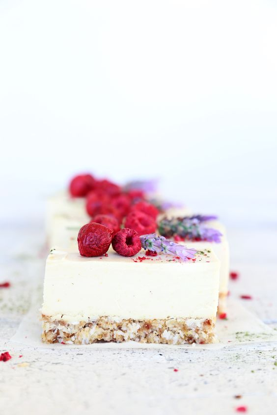 Raw Lemon & Coconut Cheesecake #healthy #dessert #recipe #raw #vegan #lemon #coconut #cheesecake #cake