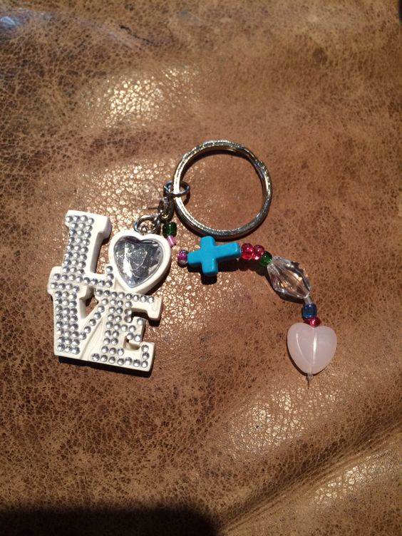"""Keychain teaches 1 Tim 1:5. """"Love (charm) comes from a clear conscience (bead), pure heart (heart), and sincere faith (cross)."""