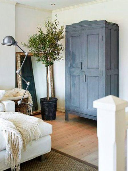 Un armario clásico y azul
