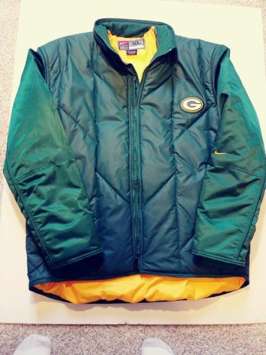 Nike Green Bay Packers Jacket. The jacket is in great