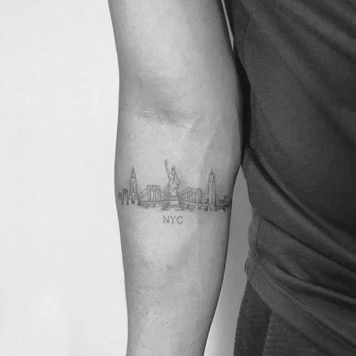 By Christopher Vasquez Done At West 4 Tattoo Manhattan Tatuaje De Nueva York Tatuaje Viajes Hombres Tatuajes