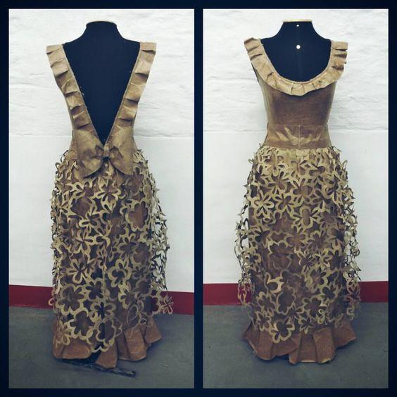 Vestido feito de papel Kraft