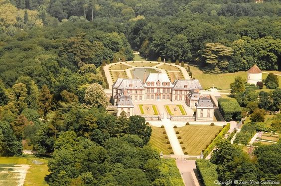 Aerial photo of Breteuil Castle - Yvelines (78)