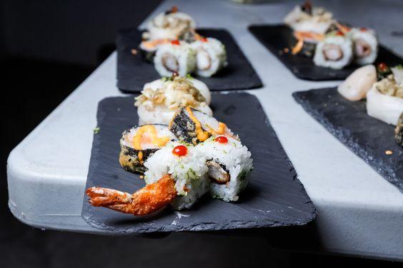 Sushi, sabroso y colorido, le dará sin duda un toque de sofisticación a tus fiestas!