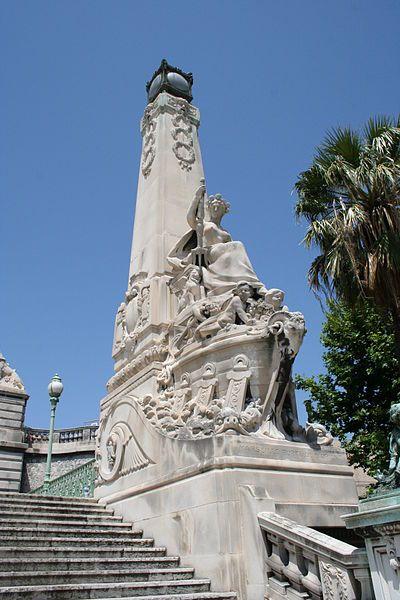 Pylône de l'escalier monumental de la gare Saint Charles à Marseille, sculpté par Auguste Carli