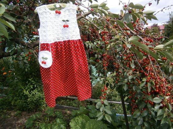 Kleider - Kleid 134/140 mit Tasche und Kirschenbrosche  - ein Designerstück von musterwerke bei DaWanda