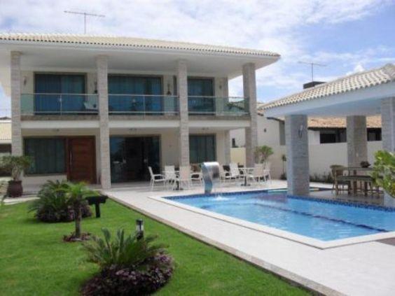 Casa Espacosa A 100m Da Praia - Linda casa com construção de alta qualidade, em condomínio fechado em Guarajuba. Área de construção 490m2 Terreno 700m2 Casa espaçosa com amplo jardim Semi...
