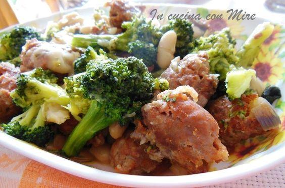 Broccoli salsiccia e fagioli http://blog.giallozafferano.it/incucinaconmire/broccoli-salsiccia-fagioli/