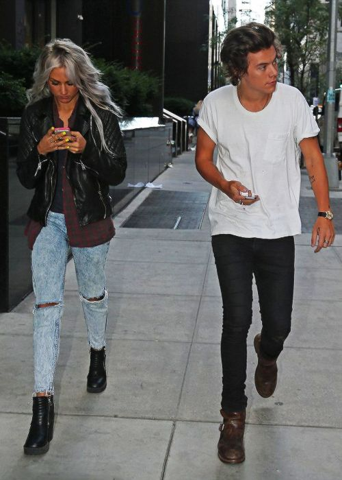 Lou Teasdales outfit is basically perfection. Grunge jeans, combat boots, flannel, leather jacket