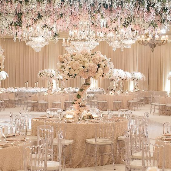I just can't get over this .... @jessicaclaire the photos are da bomb @detailsjeannie coordination galore @ambereventprod when lighting makes everything come to life @montagelaguna  #whitelilacinc production decor design #rajiwedding