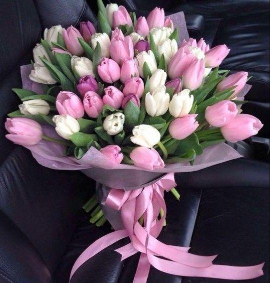 Tantissimi Auguri Di Buon Compleanno Amica Carissima Che Sia Una Bella Giornata Di Fiori Di Compleanno Auguri Di Buon Compleanno Composizioni Floreali Semplici