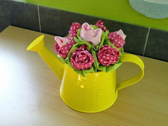 Fada Mimos:  Que acham deste regador com estas flores rosas. E...