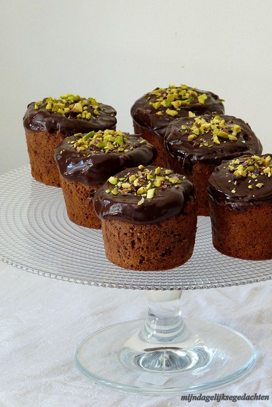 Pistachio Chocolate Muffins {light}