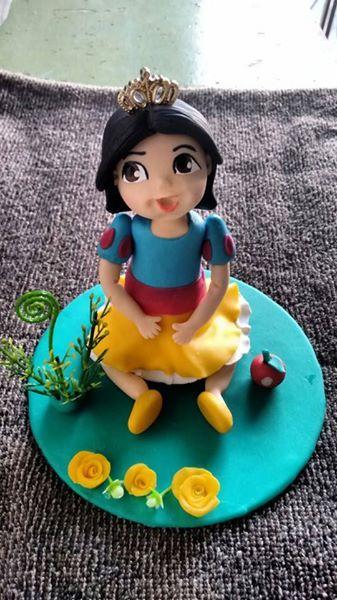 Topo para bolo - Boneca Branca de Neve Baby. Uma gracinha!
