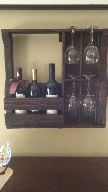 Wine rack, made out of a pallet..