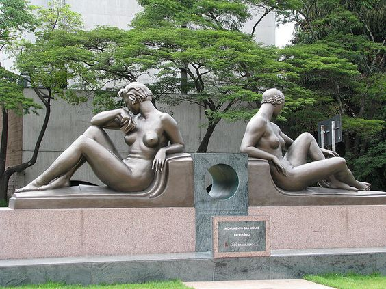 "in Faria Lima Av. Sao Paulo - Brazil  ""Deusa da Arquitetura e da Engenharia"" Galileo Emendabili - 2,15 x 1,15 x 2,85 m"