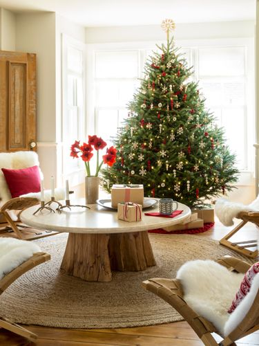 9 Cool and Creative Christmas Tree Toppers Let these smart ideas cap off your holiday decor.: Coffee Tables, Christmas Decoration, Decorating Ideas, Country Living, Living Room, Christmas Trees