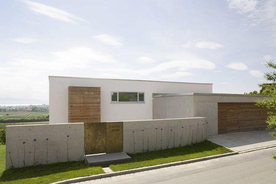 Ein modernes Haus am See ist wohl der ultimative Wohntraum vieler Menschen.