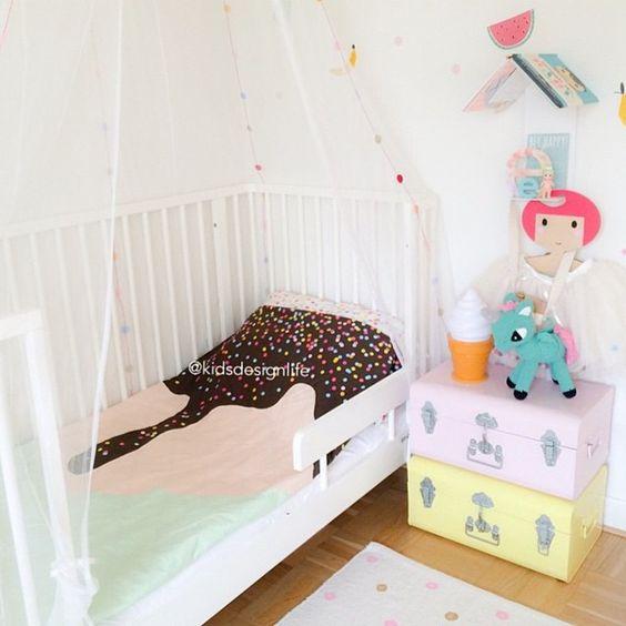 """Loving this. Room, bedding , book/roof details. All of it @kidsdesignlife  #sackme #sundaysundae #limitededition #kidsbedding #kidsroom #roominspo…"""