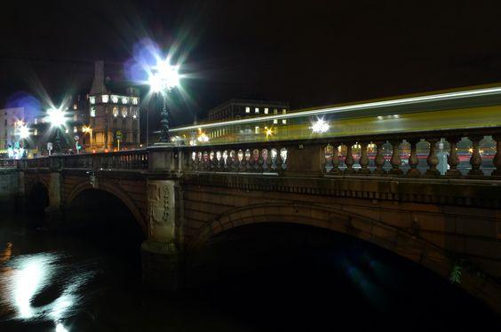 O' Connell Bridge by Night - von Jan Brijan