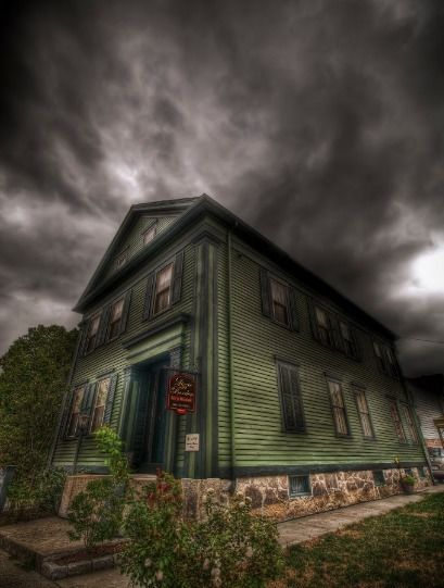 8 Spooky Places To Take A Road Trip This Halloween Trips